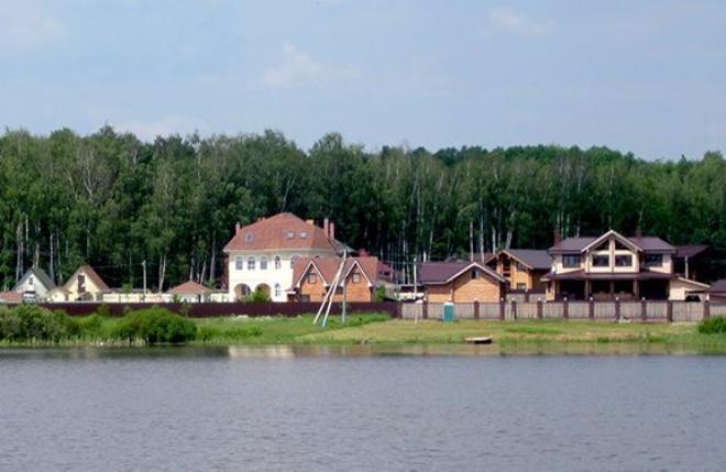 Коттеджный посёлок  «Белое озеро» по адресу Московская обл, Чеховский р-н, Филипповское д в 54.3км от МКАД предложения по цене от 600 000 руб.